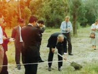 1995-1996 - Rotary Lodge - Turning the sod
